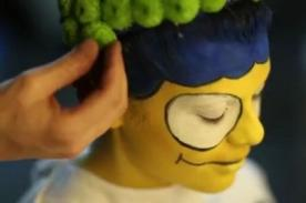 Transforman a una mujer en Marge Simpson-  VIDEO