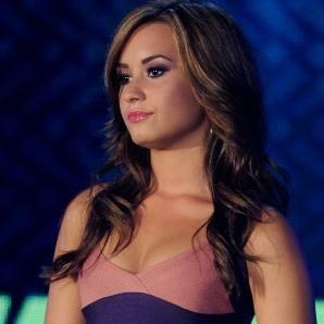 Demi Lovato espera ser un mejor modelo a seguir