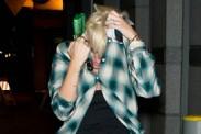 Fotos: Miley Cyrus oculta su radical corte de cabello de la prensa