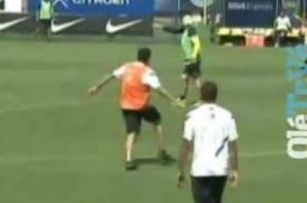 Video: Riquelme le mete un pelotazo en la cara a Carlos Bianchi
