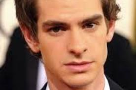 Andrew Garfield interpretó el tema de SpiderMan - Video