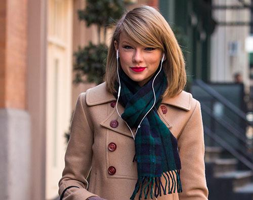 Taylor Swift ofreció concierto disfrazada de Olaf