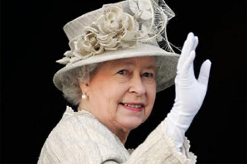 Ropa interior de la Reina Elizabeth II se subasta en eBay