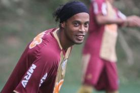 Video: Ronaldinho se divierte en práctica del Atlético Mineiro