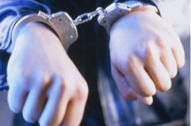 Insólito: Hombre es arrestado por cargar celular en enchufe público