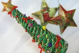 Cómo hacer un árbol de Navidad de papel periódico