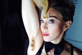 Madonna muestra su axila con vellos
