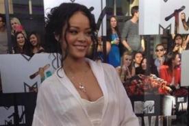 Rihanna luce sexy traje en los MTV Movie Awards 2014 - FOTO