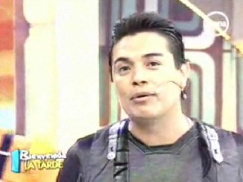 Leonard León a Karla Tarazona: Te amo, pero ábreme la puerta del hogar