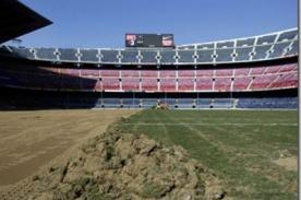 Barcelona inició cambio de césped del Camp Nou (Video)