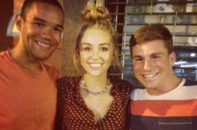 Sonriente Miley Cyrus complace a sus fans en Nueva York