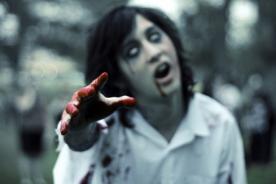 Halloween: Joven se disfraza de zombie y su novia le dispara