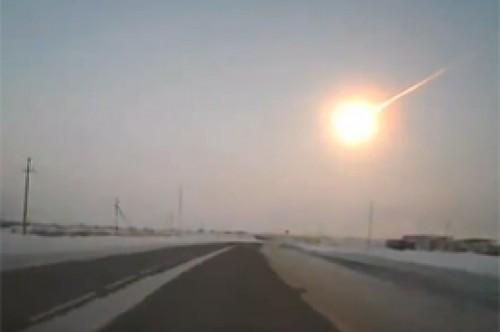 Rusia: Meteorito impacta en Cheliábinsk y deja varios heridos (Video)