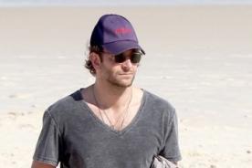 Bradley Cooper y el cast de '¿Qué pasó ayer?' se divierten en la playa