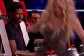 ¿Adam Levine y Usher le miran la parte trasera a Shakira? - VIDEO