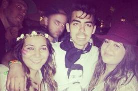 Coachella: Joe Jonas trata de ocultarse pero termina fotografiándose con fans
