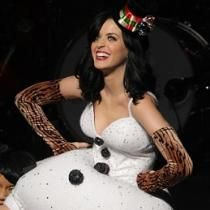 Katy Perry se disfraza de muñeco de nieve para el Jingle Ball 2010