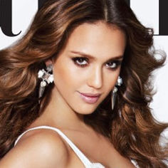Jessica Alba luce con orgullo su embarazo en portada de la revista Latina