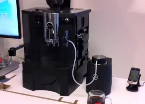 Video: Una máquina de café acepta pedidos por mensajes de texto