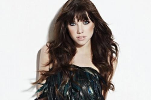 Carly Rae Jepsen: Mi música es como ropa hecha por Versace o Moschino