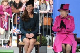 La reina Isabel II le pide a Kate Middleton que ayude al príncipe Harry
