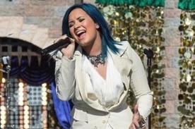 Demi Lovato cantó 'Let It Go' en Disneyland en especial de Navidad - Video