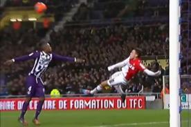 Vídeo: Lucas Ocampos anota gol de tijera contra el Toulouse