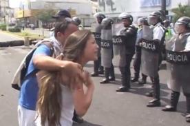 La desgarradora petición de una estudiante venezolana a la policía - VIDEO