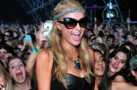 Así se divierte Paris Hilton en Coachella - VIDEO