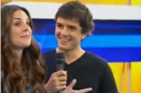 Rebeca Escribens le hizo propuesta indecente a guapo actor en vivo