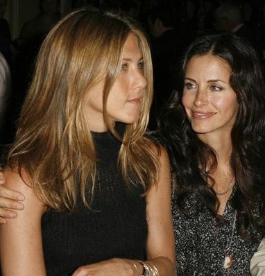 Jennifer Aniston sorprendida con desnudo de Courteney Cox