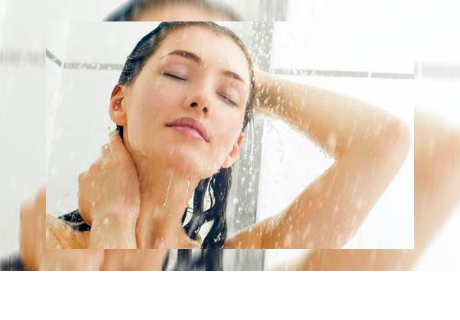 ¿Bañarse de día o de noche? Especialistas revelan la respuesta