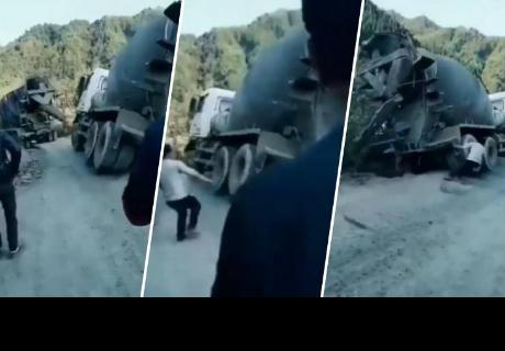 Hombre con 'superpoderes' salvó a camión de caer al abismo