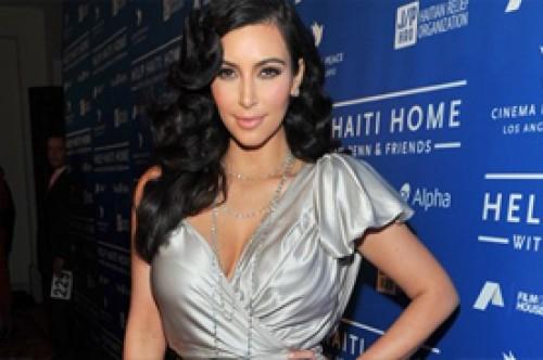 Kim Kardashian asistió a gala a beneficio de los damnificados de Haití