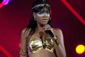 Rihanna se lució como sexy Cleopatra en evento benéfico - Fotos
