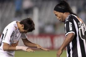 Video: Neymar le pide un consejo a su amigo Ronaldinho sobre Barcelona