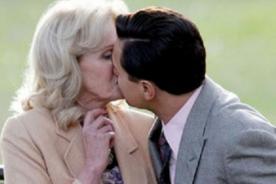 Leonardo DiCaprio besa a anciana en nueva película