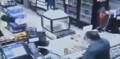 Hombre se salva de morir gracias a su Smartphone - VIDEO