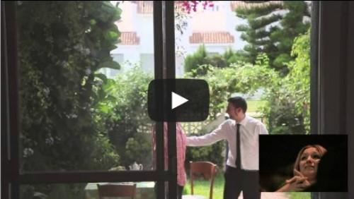 Hombre le pide matrimonio a su novia con una película - VIDEO