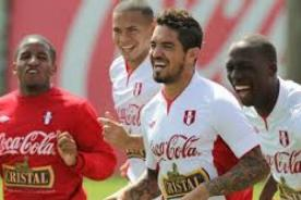 La selección peruana subió un puesto en el ranking mensual de la FIFA