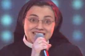 Monja que causa sensación en La Voz Italia canta junto a Kylie Minogue-Video
