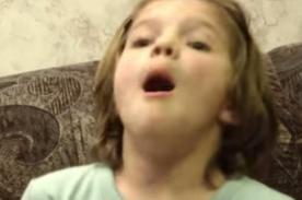 Mira la reacción de una niña al ver el video de su nacimiento- Video
