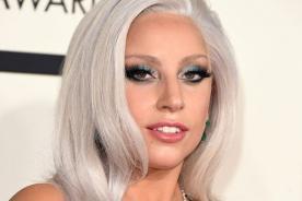 ¡Lady Gaga se cayó al subir a auto! [FOTOS]