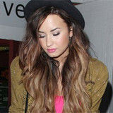 Padre de Demi Lovato desesperado por comunicarse con sus hijas