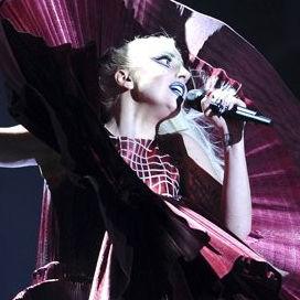Fotos: Mira los extravagantes vestidos de Lady Gaga en los MTV EMA 2011