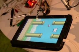 China: El Robot que juega Flappy Bird y supera los 150 puntos
