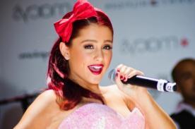 Ariana Grande se resbaló concierto [Video]