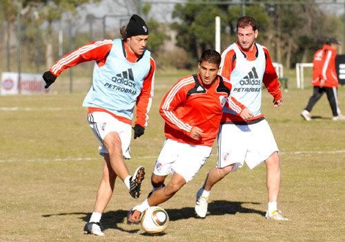 Josepmir Ballón todavía no decide si jugará en River Plate