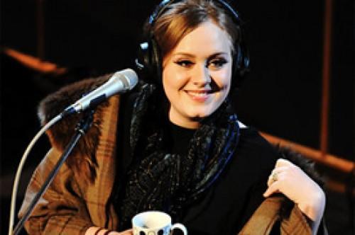 Simon Cowell elogia la exitosa carrera de Adele