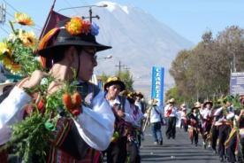 Arequipa realiza el Corso de la Amistad por su aniversario 472 - Video